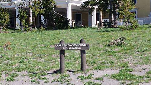025 Lake Yellowstone hotel